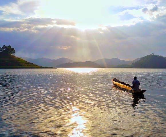 Canoeing at Lake Mutanda.